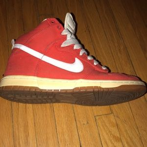 Nike WMNS Dunk High Top Red & White 7.5 Sneakers